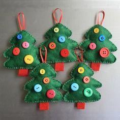 Resultado de imagem para ideas for felt christmas decorations Handmade Christmas Decorations, Felt Decorations, Felt Christmas Ornaments, Christmas Trees, Diy Ornaments, Xmas Tree, Beaded Ornaments, Glass Ornaments, Button Ornaments