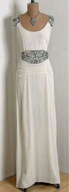 Vintage Ivory-White Beaded Rhinestone Silk-Crepe Gown~ I so need to copy and make a modern version. Vintage Gowns, Mode Vintage, Vintage Wear, Vintage Glamour, Vintage Beauty, Vintage Outfits, 1930s Fashion, Fashion Mode, Retro Fashion