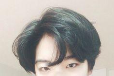 Tweets con contenido multimedia de 이주영 (@i_icaruswalks) | Twitter Short Bob Hairstyles, Boy Hairstyles, Pretty Hairstyles, Cut My Hair, Hair Cuts, Hair Inspo, Hair Inspiration, Korean Short Hair, Estilo Cool