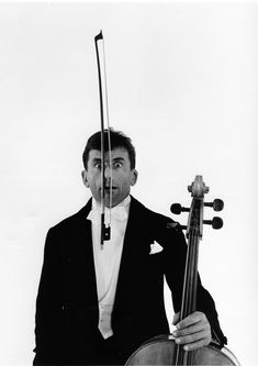 Robert Doisneau // L'Archet de Maurice Baquet, Paris,1950.