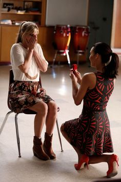 Heather Morris as Brittany Pierce & Naya Rivera as Santana Lopez - Glee Glee Santana And Brittany, Glee Memes, Glee Quotes, Netflix Quotes, Tv Quotes, Heather Morris, Glee Club, Chris Colfer, Film Serie
