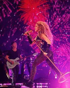 Shakira Outfits, Shakira Hips, Popsugar, Tours, Dance, Concert, Sexy, Musicians, Instagram