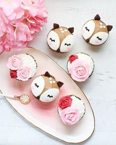 awns 🦌 and florals 🌹 I love this platter by Anthropologie 💞 backdrop {deer cupcakes inspo cupcakes anniversaire decoration licorne noël recette recipes cupcakes Fancy Cupcakes, Girl Cupcakes, Themed Cupcakes, Baby Shower Cupcakes, Shower Cakes, Oreo Cupcakes, Bithday Cake, Birthday Cake Girls, Birthday Cupcakes
