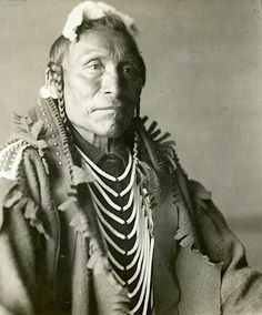 Horse Goes Ahead. Early Photo by Richard Throssel. Source - University of Wyoming, American Heritage Center. Native American Pictures, Indian Pictures, Native American Tribes, Native American History, Crow Indians, American Crow, Native Indian, Native Art, First Nations