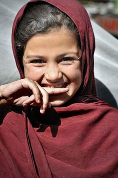 afghanistaninphotos:        Afghan girl in the street of Kabul. By Oliver Blaise.