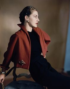 "Slim Keith Vogue, February 1949 Photo Horst P. Horst Nancy ""Slim"" Keith, Lady Keith luglio 1917 – 6 aprile Society Lady e fashion icon New York nel corso del 1950 e 1940s Fashion, Timeless Fashion, Vintage Fashion, Vintage Couture, Style Fashion, Fashion Beauty, Palm Beach, Slim Keith, 40s Mode"