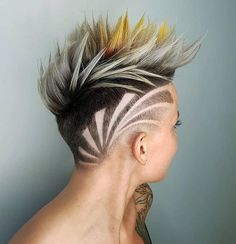 Modern Buzz-Cut - 20 Bold and Daring Takes on the Shaved Pixie Cut - The Trending Hairstyle Modern Hairstyles, Fancy Hairstyles, Style Hairstyle, Haircut Style, Long Red Hair, Long Hair Cuts, Haare Tattoo Designs, Hair Art, Men's Hair