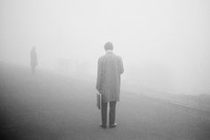 Martin Parr, Lone man pausing in the fog, England, 1975.