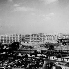 Brutalist buildings: Park Hill, Sheffield by Jack Lynn and Ivor Smith Council Estate, Council House, Paris Skyline, New York Skyline, Brutalist Buildings, Sheffield City, Slums, Perfect Place, Urban