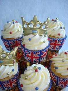 Royal Wedding Cupcakes by Darcy's Cupcake Creations, via Flickr