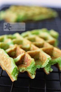 Easy Crispy Fluffy Pandan Waffles