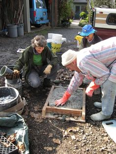 DIY-Jeffrey Bales World of Gardens: Building a Pebble Mosaic Stepping Stone Mosaic Stepping Stones, Pebble Mosaic, Paving Stones, Stone Mosaic, Pebble Art, Landscaping With Rocks, Backyard Landscaping, Landscaping Ideas, Concrete Planters
