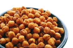 Meet Your New Favorite Snack: Spicy Roasted Chickpeas - Rezepte - Dog Food Recipes, Snack Recipes, Cooking Recipes, Beans Recipes, Cooking Fish, Tostadas, Roasted Garbanzo Beans, Crispy Chickpeas, Gastronomia