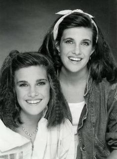 Lindsey & Sidney, Greenbush (born May 1970 in Hollywood, California) are former child actresses, The Greenbush twins are best known for, playing Carrie Ingalls on Little House on The Prairie. Lindsay Greenbush, Movie Sunshine, Tvs, House Cast, Ingalls Family, Michael Landon, Laura Ingalls Wilder, Old Shows, Beautiful Costumes
