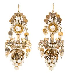 Gold and pearl earrings from Valencia circa 1875 | www.balclis.com #earrings #valencian