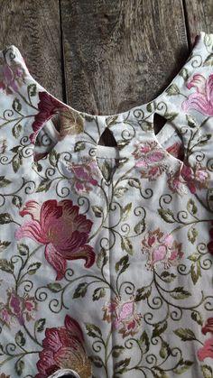 Best 11 Iris / Back Cutout Dress – Tamanegi-kobo – SkillOfKing. Chudithar Neck Designs, Churidhar Designs, Salwar Neck Designs, Neck Designs For Suits, Saree Blouse Neck Designs, Kurta Neck Design, Neckline Designs, Sleeves Designs For Dresses, Dress Neck Designs