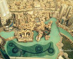 """From the Instagram of dicasdaliza: """"The Dubai Fountain - Dubai.  Foto: EPascoli - A Fonte de Dubai é a maior fonte dançante do mundo com 1.5 milhão de pontos de projetores de luzes com canhões de água que atingem 150 metros de altura . Fica na área externa do shopping Dubai Mall e ao lado do Burj Khalifa.  O projeto é da mesma empresa que fez a fonte do Bellagio Hotel e Casino de Las Vegas. #dubai #emiradosarabes #viajar #trip #turismo #viajarfazbem #travelling #travel #dicasdaliza #ferias…"""