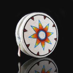 20 Native American Beadwork Patterns, Don't you love free beadwork patterns? Who doesn't - especially when they are organized based on the stitch type and created by some of the top na. Indian Beadwork, Native Beadwork, Native American Beadwork, Beaded Purses, Beaded Bags, Beadwork Designs, Native American Crafts, Nativity Crafts, Tapestry Crochet
