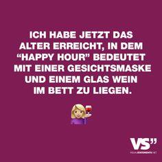 Visual Statements®️Ich habe jetzt das Alter erreicht, in dem Happy Hour bedeutet mit einer Gesichtsmaske und einem Glas Wein im Bett zu liegen. Sprüche / Zitate / Quotes /Leben / Freundschaft / Beziehung / Familie / tiefgründig / lustig / schön / nachdenken