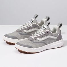 Selected pins for stunning shoes for women, covering heels that are high flat shoes, casual shoes, sneakers, and any other kind of mesmerizing shoes. Vans Sneakers, Casual Sneakers, Casual Shoes, Shoes Style, Casual Tennis Shoes Women, Platform Tennis Shoes, Flat Shoes, Men's Shoes, Vans Shoes Fashion