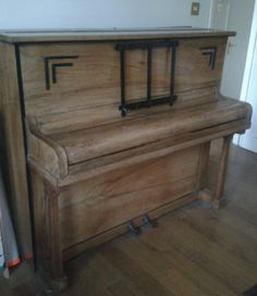 Kingswood 1930s upright piano