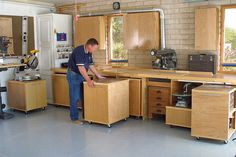 Rolling cabinets at a set-height for compact and flexible workshop