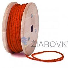 Kábel dvojžilový skrútený v podobe textilnej šnúry v červenej farbe je ideálny pre každé prostredie, domácnosť, kanceláriu alebo zásuvku. (3)