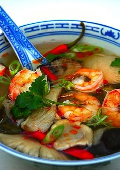 Tom Yum Goong  - This weeks travel pinspiration on the blog (Thai Food Dishes)