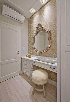 Bem-vindo(a) ao Luxo! - Estilo Provençal - Kleiner Schein Feng Shui Studio, Stylish Bedroom, Sweet Home, Vanity, Design Inspiration, House Design, Architecture, Table, Furniture