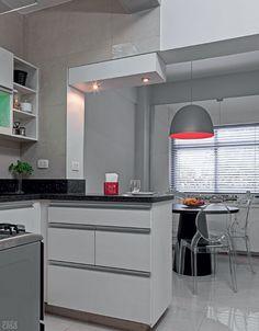 Reforma em apartamento sessentão de 85 m² em SP / Bia Barreto #copa #cozinha