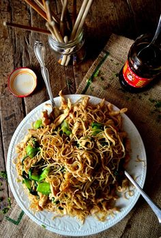 Pan-Fried Noodles w/Chicken (Gai See Chow Mein,
