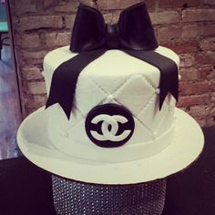 Chanel Birthday Cake, 50th Birthday Party, Birthday Cakes, Channel Cake, Cupcake Cakes, Cupcakes, Chanel Party, Dream Cake, Party Themes