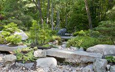El jardín de estilo japonés se diseñó sobre el lecho de un arroyo seco