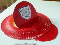 activité manuelle : casque de pompier una bolsa roja y ya tienes tu disfraz de bombero http://www.multipapel.com/subfamilia-bolsas-basura-colores-para-disfraces.htm