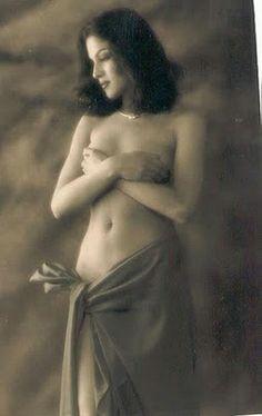 Veena Malik posing topless