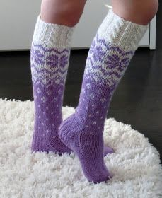Life with Mari: Kuviolliset palmikkosukat Wool Socks, Knitting Socks, Hand Knitting, Fluffy Socks, Thick Socks, Crochet Needles, Knit Crochet, Dress Sewing Patterns, Knitting Patterns