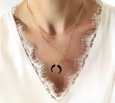 ba921444b7ecb Bijoux corne noir, bijoux créateur corne, collier corne demi lune noire  plaqué or, collier corne original, collier créateur corne lune, collier  créateur ...