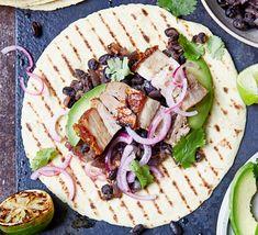 Burrito bowl with chipotle black beans Vegan Recipes Videos, Healthy Recipe Videos, Bbc Good Food Recipes, Vegan Dinner Recipes, Healthy Dinner Recipes, Healthy Snacks, Delicious Meals, Top Recipes, Salad Recipes