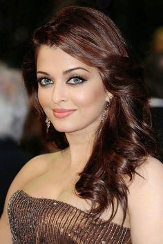 Aishwarya Rai is a talented artist and very popular among fans. Aishwarya Rai photo gallery with amazing pictures and wallpapers collection. Aishwarya Rai Pictures, Aishwarya Rai Photo, Actress Aishwarya Rai, Aishwarya Rai Bachchan, Most Beautiful Bollywood Actress, Bollywood Actress Hot Photos, Beautiful Actresses, Beautiful Girl Indian, Beautiful Girl Image