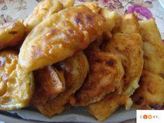 ΤΗΓΑΝΙΤΕΣ ΜΕ ΚΟΛΟΚΥΘΙΑ ΚΑΙ ΜΕΛΙΤΖΑΝΕΣ - cooky.gr Onion Rings, Greek Recipes, Chicken Wings, Cookies, Meat, Ethnic Recipes, Food, Vase, Crack Crackers