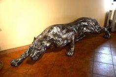Zwierzęta z metalu polująca lwica , lew z metalu , Löwin Metall