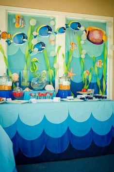 más y más manualidades: Decora una fiesta con tema marino usando globos y papel