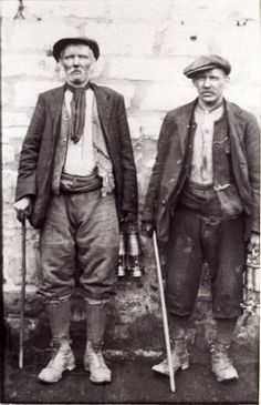 Znalezione obrazy dla zapytania mens working clothes 1900