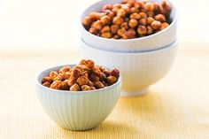 I'll be making these tomorrow! Sweet and Salty Chickpeas! Kind of high in sodium so make sure you dont eat too much, but they are a healthy snack Healthy Vegan Snacks, Yummy Snacks, Yummy Food, Fun Food, Vegan Apps, Paleo Food, Protein Snacks, Healthy Kids, Vegan Desserts