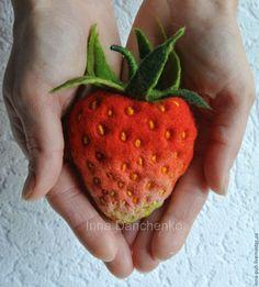 Felted brooch Strawberry / Брошь из шерсти клубника земляника, Данченко Инна