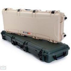 Der extralange 990 ist für den Außenbereich konzipiert und wird von Polizeibehörden, Militärs und begeisterten Sportlern bevorzugt. Weapon, Cases, Athlete, Weapons, Gun