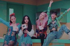 """BLACKPINK has outdone themselves once more! BLACKPINK released their title track """"Lovesick Girls"""" from their first full album """"THE ALBUM"""" on October 2 at 1 p.m. KST. The music video hit 10 million views on YouTube at approximately 1:53 p.m. KST, taking only53 minutes to do so. This makes """"Lovesick Girls"""" the fastest Korean girl"""