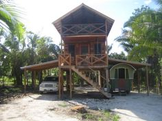 William's Jungle Tiny #Home in Belize https://blogjob.com/tinyhouseblogs/2017/03/07/williams-jungle-tiny-home-in-belize/
