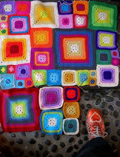 All these colors that people throw together in crochet rugs and potholders are wonderful. More on my knit/crochet board. I love crochet. Crochet Squares, Crochet Granny, Crochet Yarn, Granny Squares, Crochet Home, Love Crochet, Cute Blankets, Manta Crochet, Yarn Crafts