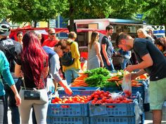 Who needs resellers, supermarkets, and other middlemen to drive up the cost of… Farmers Market, Prague, Agriculture, Saving Money, Stuff To Do, Shopping, Farmers Market Display, Save My Money, Farmers' Market